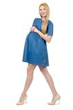 Schöne schwangere Frau im blauen Kleid an lokalisiert lizenzfreie stockfotos