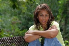 Schöne schwarze Frau draußen (2) Stockfotos