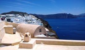Schöne Seeansicht von Santorini Stadt von Oia Stockbild