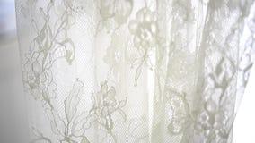 Schöne Seide und Spitzewäsche auf Aufhänger im Speicher stock footage