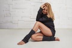 Schöne sexy blonde perfekte athletische dünne Zahl pilates Yoga Stockfotografie