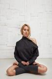 Schöne sexy blonde perfekte athletische dünne Zahl pilates Yoga Lizenzfreies Stockbild