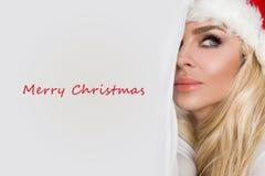 Schöne sexy blonde weibliche vorbildliche Schneeflocke gekleidet als erotische rote Wäsche Santa Clauss Stockfotografie
