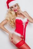 Schöne sexy blonde weibliche vorbildliche Schneeflocke gekleidet als erotische rote Wäsche Santa Clauss mit weißem Pelz und ersta Stockbilder
