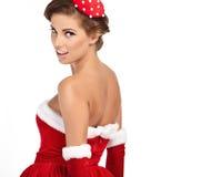 Schöne sexy Frau, die Weihnachtsmann-Kleidung trägt Stockfotos