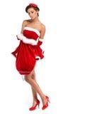 Schöne sexy Frau, die Weihnachtsmann-Kleidung trägt Stockbild