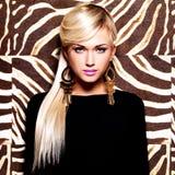Schöne sexy Frau mit Modemake-up auf Gesicht Stockbilder