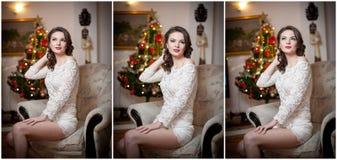 Schöne sexy Frau mit Weihnachtsbaum im Hintergrund, der auf elegantem Stuhl in der gemütlichen Landschaft sitzt Porträt des Mädch Stockbilder
