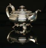Schöne silberne Teekanne Stockbilder