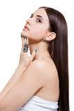 Schöne sinnliche junge Frau mit bloßen Schultern lizenzfreie stockbilder