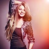 Schöne sinnliche Modefrau. Mehrfarbiger Pop-Arten-Fototon Stockfotografie