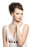 Schöne Sinnlichkeitfrau mit Schönheitsfrisur Stockfotos