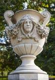 Schöne Skulptur in Kensington-Gärten Stockfotografie