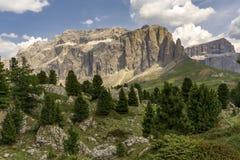 Schöne Sommerberglandschaft dolomites Italien lizenzfreies stockfoto