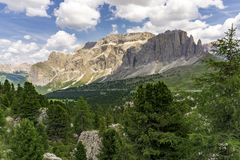Schöne Sommerberglandschaft dolomites Italien stockfoto