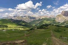 Schöne Sommerberglandschaft dolomites Italien lizenzfreie stockfotografie