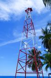 Schöne Sonnenuntergangansicht von etwas Gebäuden und Antenne senden in San Andres Island Colombia und karibisches Meer Südamerika lizenzfreie stockbilder