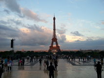 Schöne Sonnenunterganglandschaft des Eiffelturms Paris Stockbild