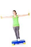 Schöne sportliche Frau, die aerobe excersises tut Lizenzfreie Stockfotos