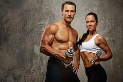 Schöne sportliche Paare Lizenzfreie Stockfotografie