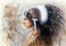 Schöne Spritzpistolenmalerei einer jungen indischen Frau, die ein Bi trägt Stockfotos