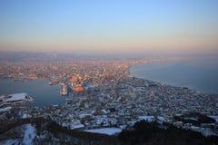 Schöne Stadtansicht über Berg Stockbild