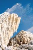 Schöne Stalaktiten hergestellt durch Abwasser der Zuckerfabrik Lizenzfreie Stockbilder