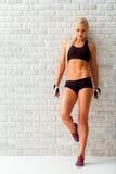 Schöne starke Sportlerin Lizenzfreie Stockfotos