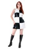 Schöne stilvolle junge Frau im schwarzes u. weißes Leder-Kleid und Stockfoto