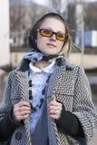 Schöne stilvolle und moderne kaukasische blonde Frau Lizenzfreies Stockfoto