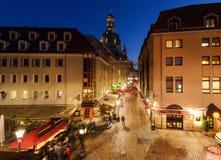 Schöne Straße in der alten Stadt von Dresden, Deutschland Lizenzfreies Stockfoto