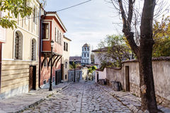 Schöne Straße mit traditionellen Häusern in der alten Stadt von Plowdiw, Bulgarien Lizenzfreie Stockfotografie