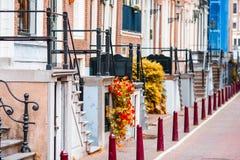 Schöne Straße und alte Häuser in Amsterdam, die Niederlande, Nordholland Provinz Im Freienfoto Stockfotografie