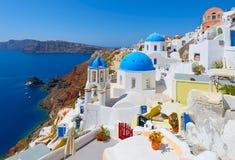 Schöne Straßen von Oia-Dorf Santorini stockbild