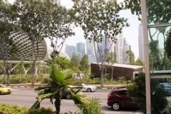 Schöne Straßenansicht in Singapur mit Wolkenkratzern und dem berühmten Duriangebäude Stockbilder