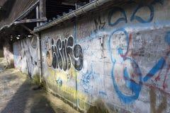 Schöne Straßenkunst von Graffiti Abstrakte Farbkreative Zeichnungsmode auf Wänden der Stadt Städtische zeitgenössische Kultur Lizenzfreie Stockbilder