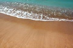 Schöne Strand- und Ozeanwellen lizenzfreie stockfotografie