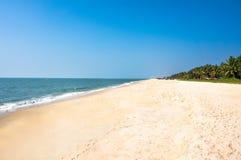 Schöne Strandlandschaft - Ozean in Indien Stockbild
