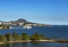 Schöne Strandstadt Stadt von Niteroi, Rio de Janeiro Brazil lizenzfreie stockfotos