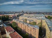 Schöne super-weite Winkelvogelperspektive von Kolomna-Bezirk und von Kathedrale St. Isaac, St Petersburg, Russland Lizenzfreie Stockfotos