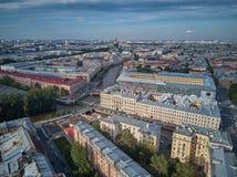 Schöne super-weite Winkelvogelperspektive von Kolomna-Bezirk und von Kathedrale St. Isaac, St Petersburg, Russland Stockfotos