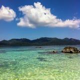 Schöne Szene von Meer, von Wolke und von blauem Himmel bei Satun Thailand Lizenzfreie Stockfotografie