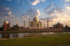 Schöne Szene von Taj Mahal Lizenzfreie Stockfotografie