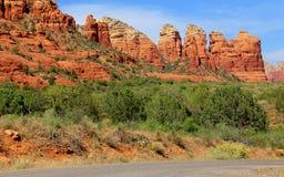 Schöne szenische Felsenlandschaft des roten Sandsteins Lizenzfreie Stockfotos