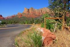 Schöne szenische Felsenlandschaft des roten Sandsteins Stockbild