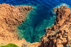 Schöne szenische Küstenlinie auf dem französischen Riviera nahe Cannes Lizenzfreie Stockfotos