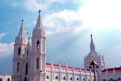 Schöne Türme der weltberühmten Basilika unserer Dame der guten Gesundheit im velankanni stockbilder