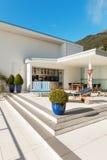 Schöne Terrasse eines Penthauses Stockbild