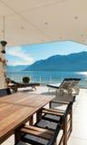 Schöne Terrasse eines Penthauses Lizenzfreie Stockfotos