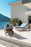 Schöne Terrasse eines Penthauses Lizenzfreies Stockfoto